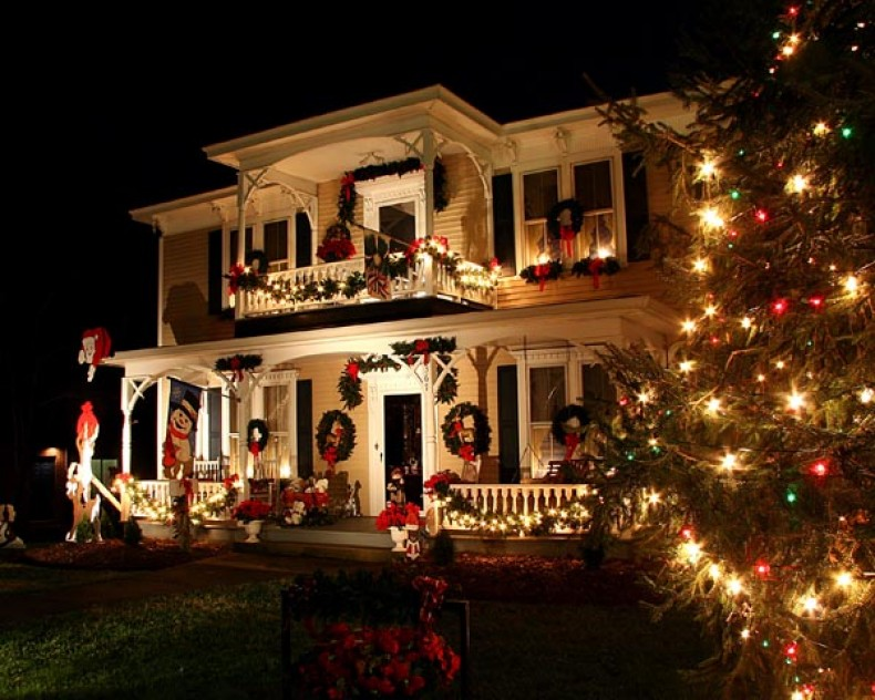 Holiday light displays across the state carolina country for Decoration de noel maison exterieur