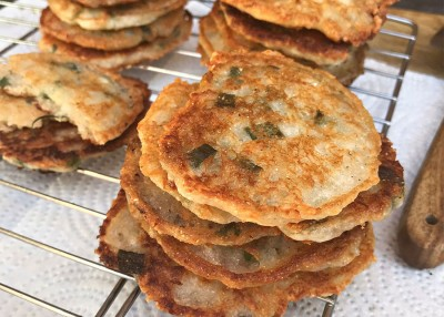 Parmesan & Green Onion Cornbread Crisps
