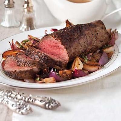 Beef Tenderloin With Red-Wine Shallot Gravy