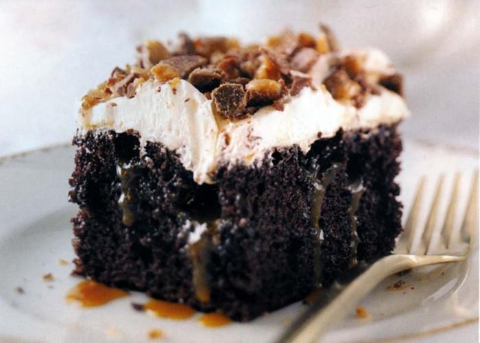 Toffee Poke Cake