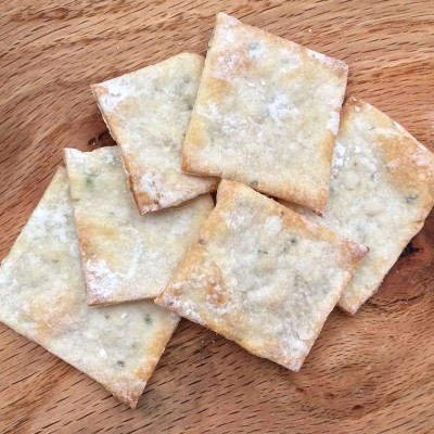 Pepper-Chive Crackers